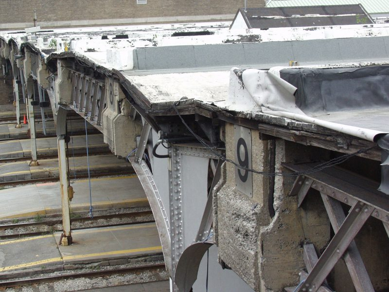 Toronto Union Station Removal of 150 Bulkheads Without Interruption of the Train Traffic